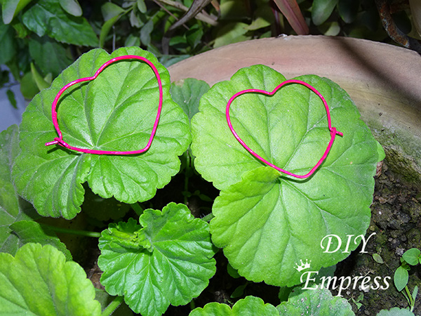 How to make DIY heart shaped hoop earrings from old metallic bangles